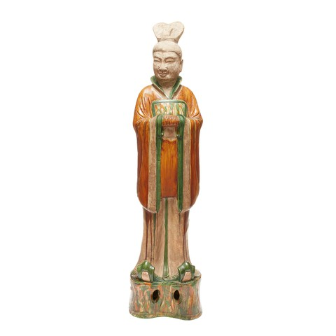 A standing earthenware civil official sculpture who puts his hands in front. He is saluting.